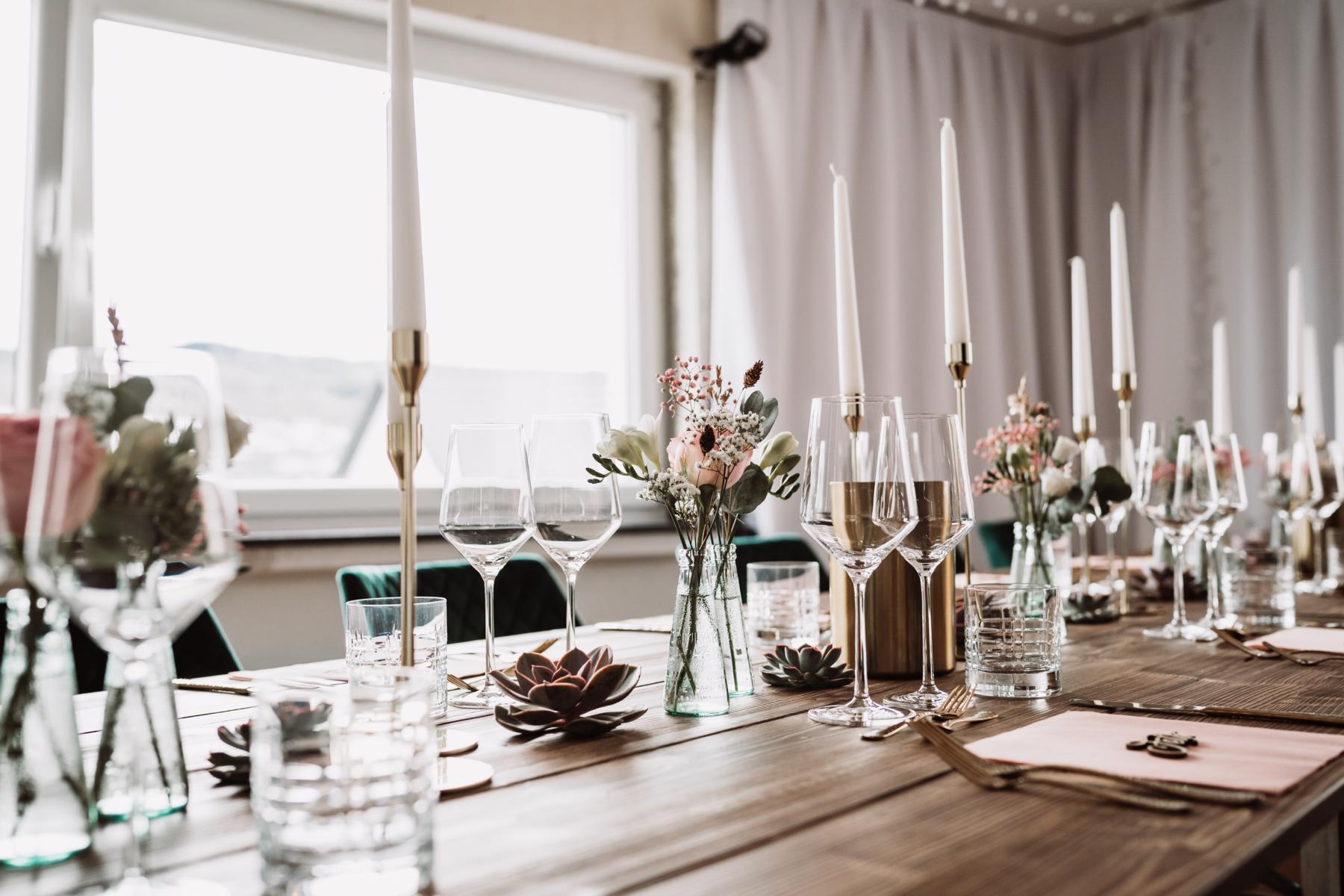 Bild von der Corona Hochzeit Blick auf den Tisch